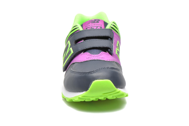 Baskets New Balance KG574 J Bleu vue portées chaussures