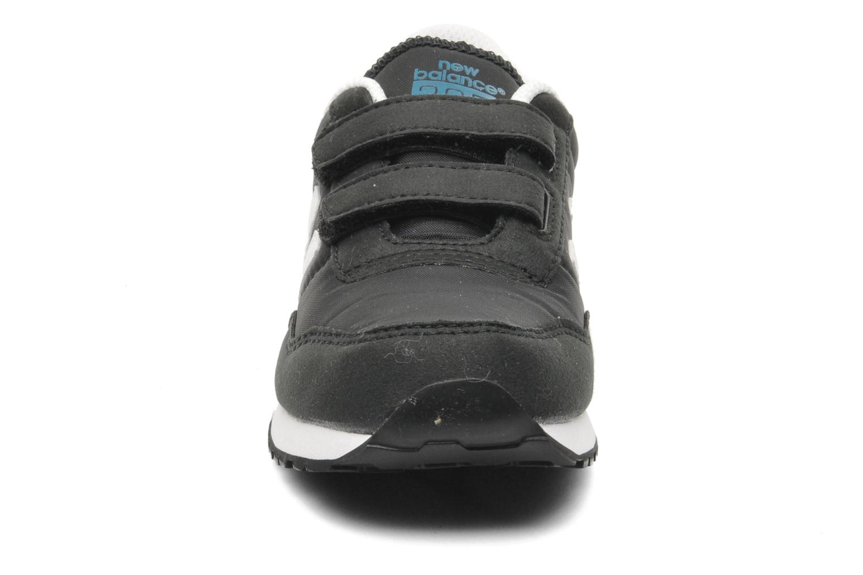 Baskets New Balance KV395KAY Noir vue portées chaussures