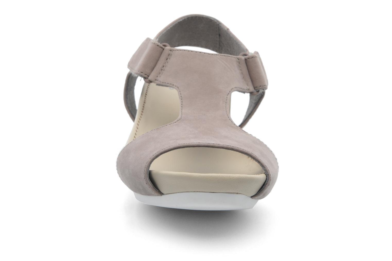 Sandales et nu-pieds Camper Micro 22556 Beige vue portées chaussures