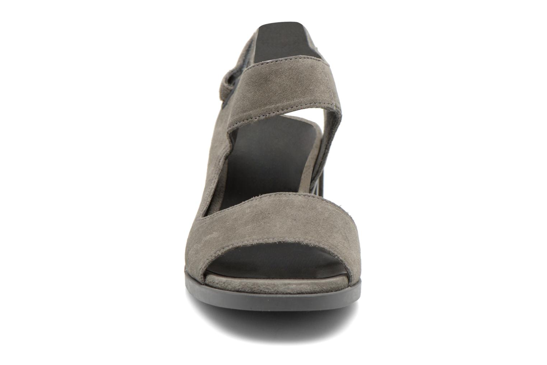 Sandales et nu-pieds Camper Maude 22527 Gris vue portées chaussures