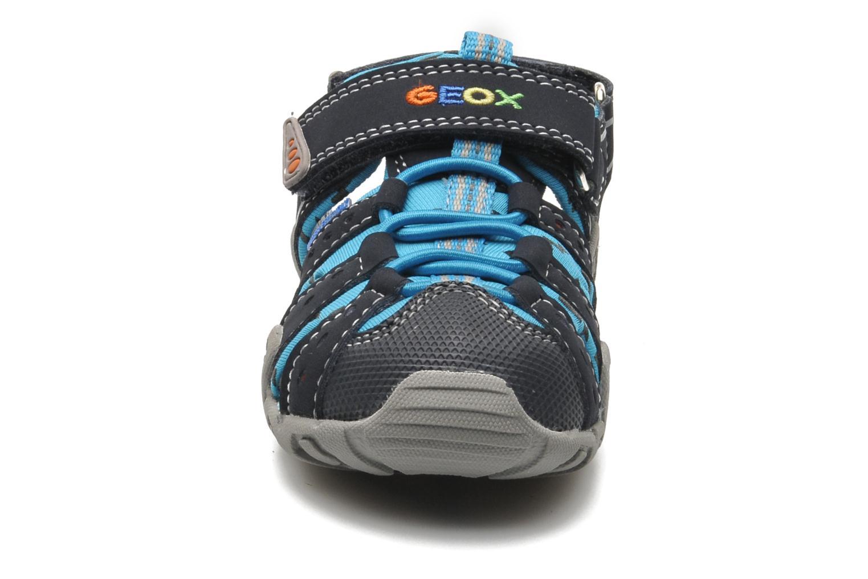 Sandales et nu-pieds Geox B SAND.KRAZE A - DBK+LYCRA Bleu vue portées chaussures