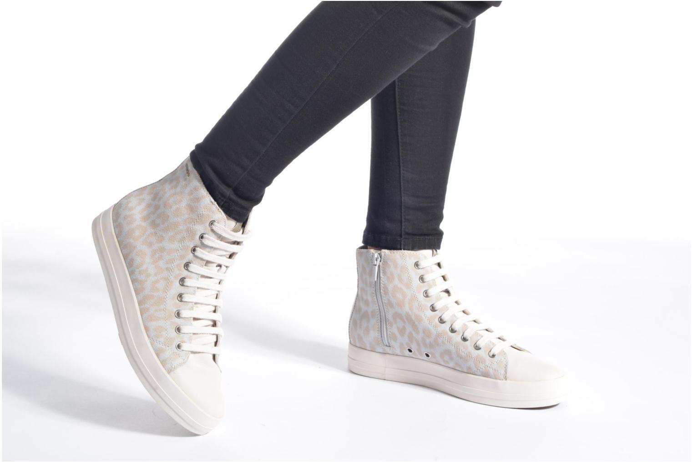 Sneaker Geox D HIDENCE A D4234A weiß ansicht von unten / tasche getragen