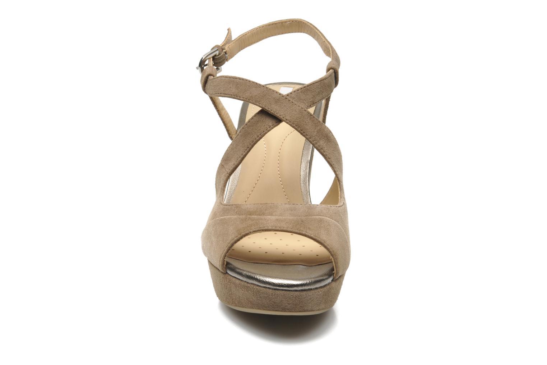 Sandales et nu-pieds Geox D HERITAGE B D52R1B Beige vue portées chaussures