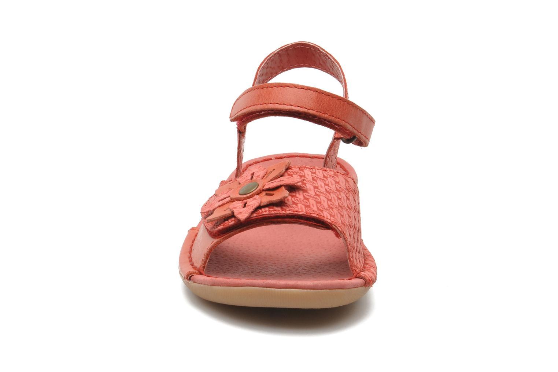 Sandales et nu-pieds Kickers EVANA Rouge vue portées chaussures