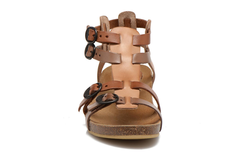 Sandales et nu-pieds Kickers BOMDIA Marron vue portées chaussures