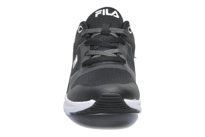Sneaker FILA Newman Low schwarz schuhe getragen