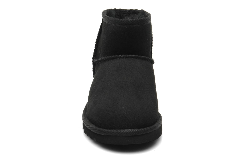 Stiefeletten & Boots UGG K CLASSIC MINI schwarz schuhe getragen