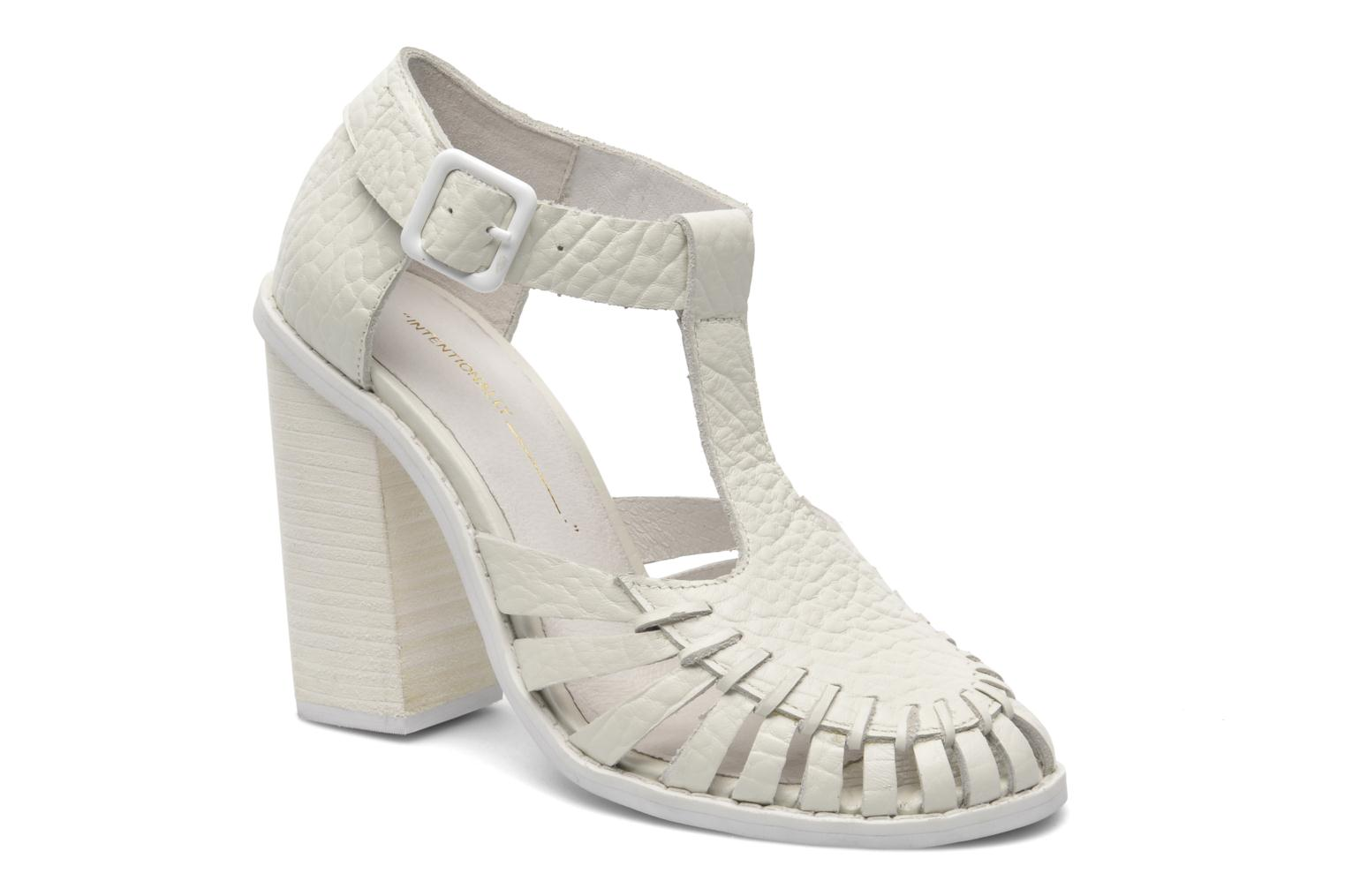 Tilted White pebbled leather