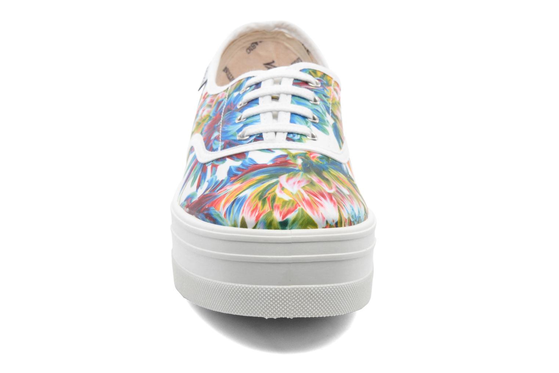 Sneakers Victoria Inglesa Flores Plataforma Multicolor model