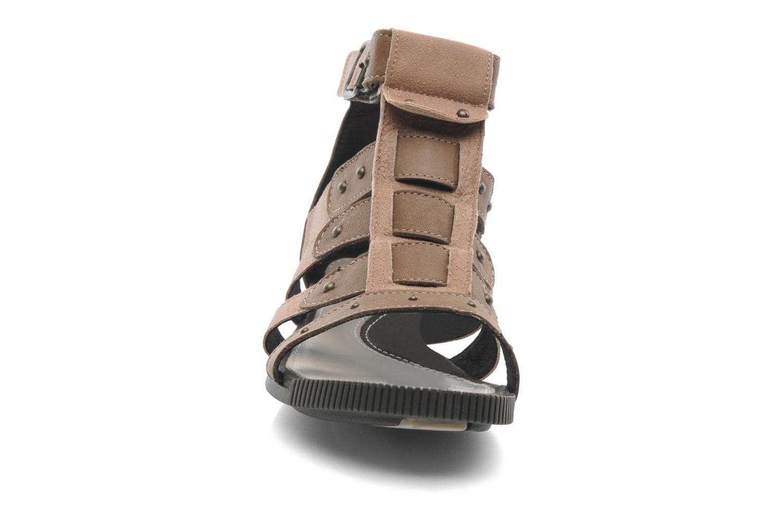 Sandalen Pataugas Corol braun schuhe getragen