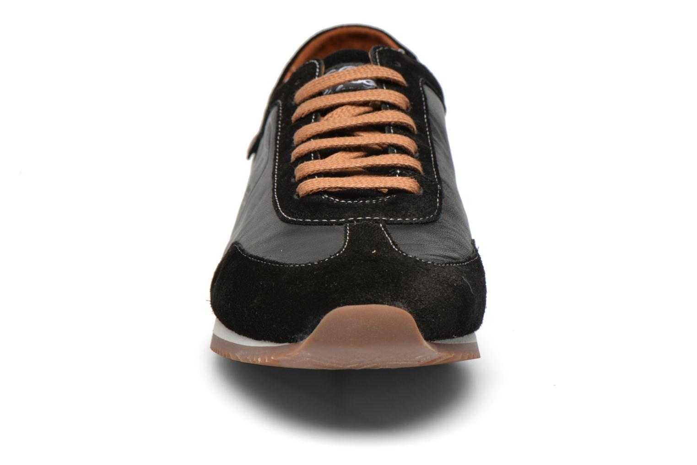 Baskets Pataugas Isido Noir vue portées chaussures