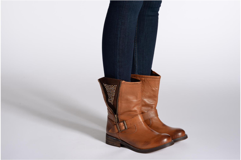 Bottines et boots Buffalo Clara Marron vue bas / vue portée sac
