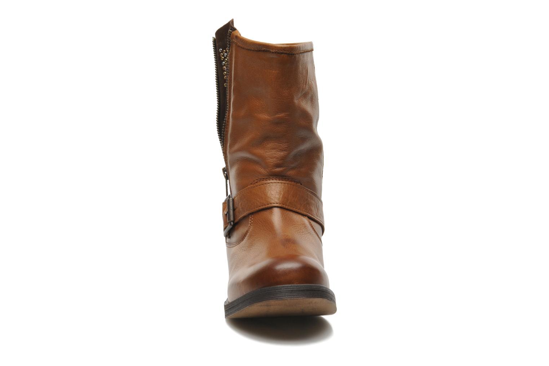 Bottines et boots Buffalo Clara Marron vue portées chaussures