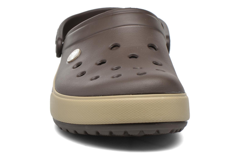 Sandalen Crocs Crocband II.5 Clog braun schuhe getragen