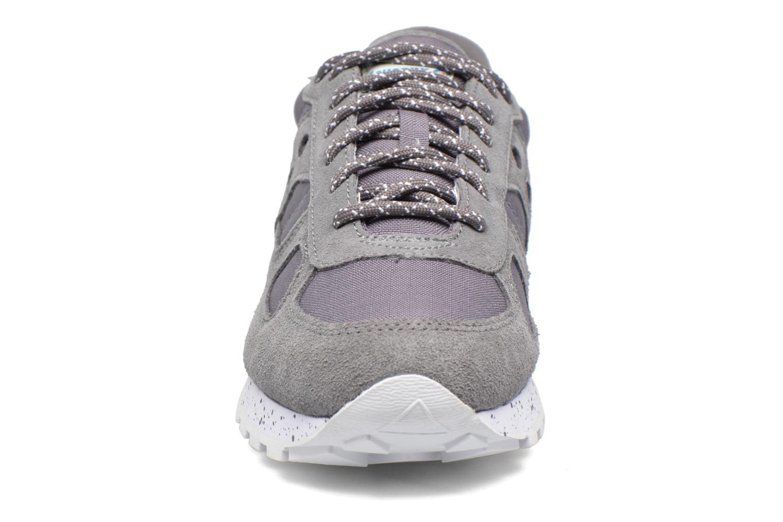 Sneakers Saucony Shadow Original Grigio modello indossato