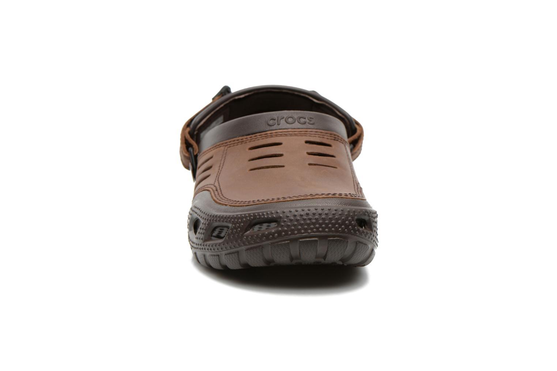 Sandalen Crocs Yukon Sport braun schuhe getragen