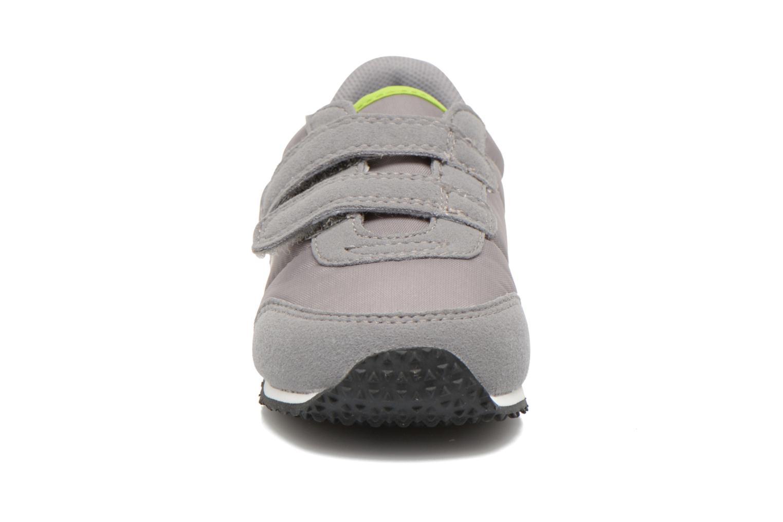 Baskets Le Coq Sportif Racerone INF Gris vue portées chaussures