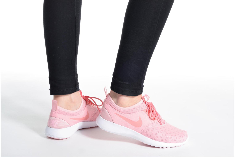 Sneaker Nike Wmns Nike Juvenate schwarz ansicht von unten / tasche getragen