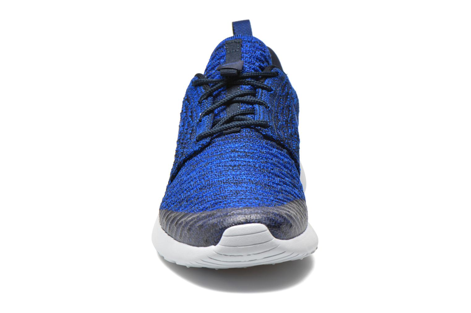 Baskets Nike Wmns Roshe One Flyknit Bleu vue portées chaussures