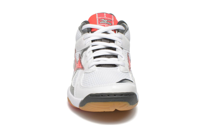 Chaussures de sport Mizuno Wave Twister 4 W Blanc vue portées chaussures