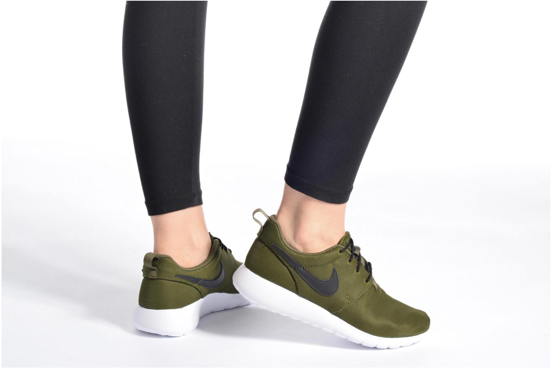 Baskets Nike NIKE ROSHE ONE (GS) Bleu vue bas / vue portée sac