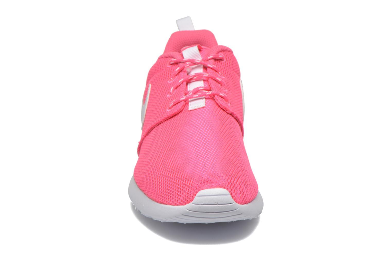 Sneakers Nike NIKE ROSHE ONE (GS) Rosa modello indossato