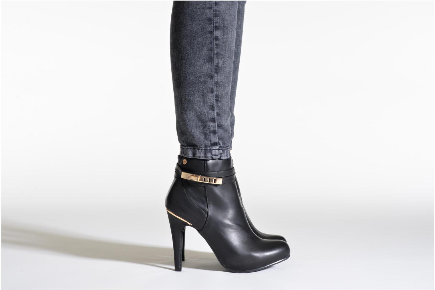 Ankle boots Xti Rorie-28348 Black view from underneath / model view