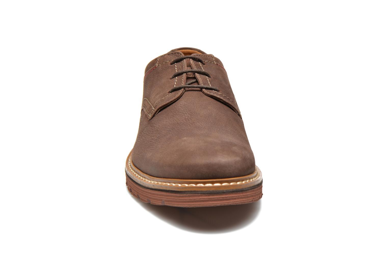 Chaussures à lacets Clarks Newkirk Plain Marron vue portées chaussures
