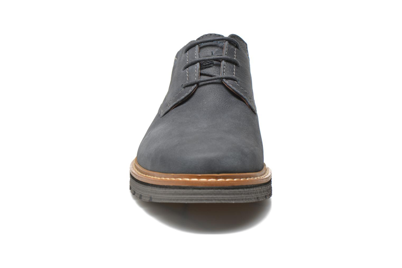 Scarpe con lacci Clarks Newkirk Plain Azzurro modello indossato
