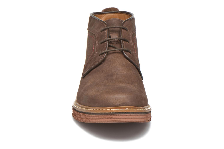 Chaussures à lacets Clarks Newkirk Top Marron vue portées chaussures