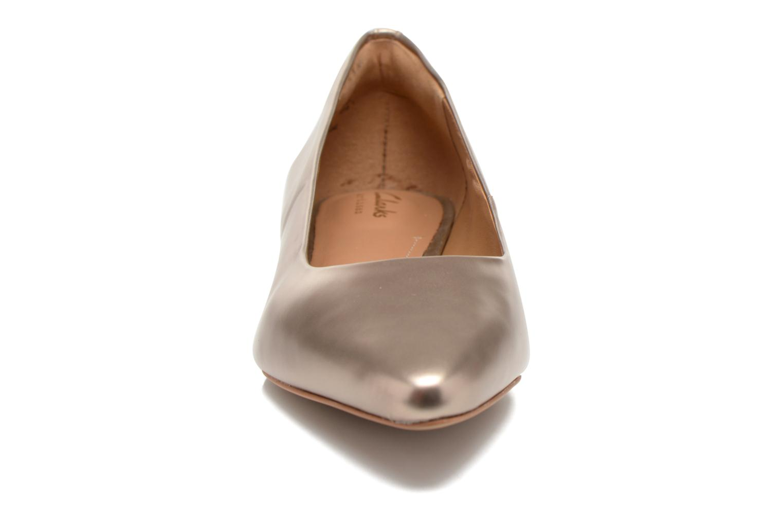 Ballerines Clarks Corabeth Abby Or et bronze vue portées chaussures