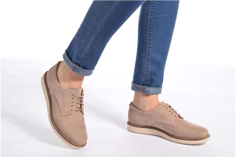 Chaussures à lacets Clarks Glick Darby Noir vue bas / vue portée sac