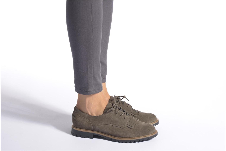 Chaussures à lacets Clarks Griffin Mabel Noir vue bas / vue portée sac