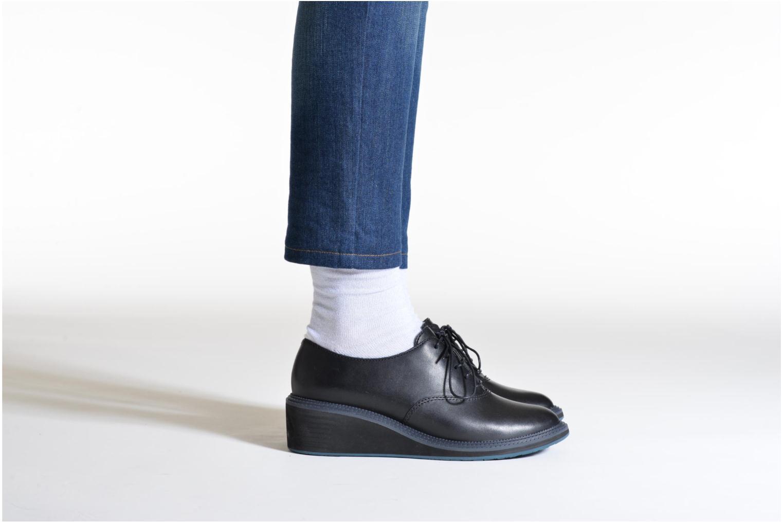 Chaussures à lacets Camper Magna K200032 Noir vue bas / vue portée sac