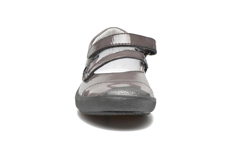 Ballerines GBB Liane Gris vue portées chaussures