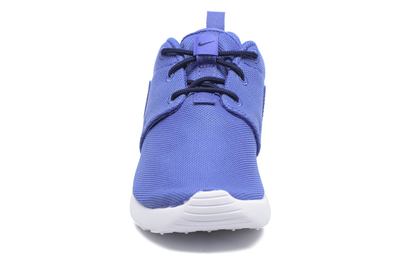 Baskets Nike Nike Roshe One (Ps) Bleu vue portées chaussures