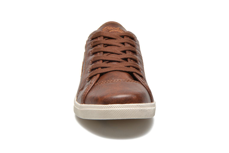 Baskets Dockers Zejari Marron vue portées chaussures