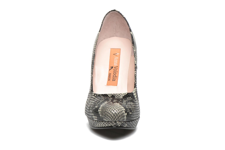 Zapatos de tacón Anna Volodia Copla Beige vista del modelo