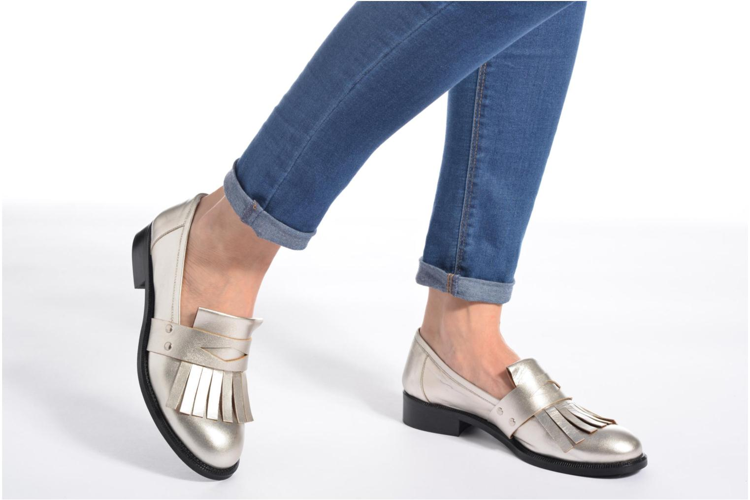 Loafers Made by SARENZA Vegas Lipstick #3 Silver view from underneath / model view