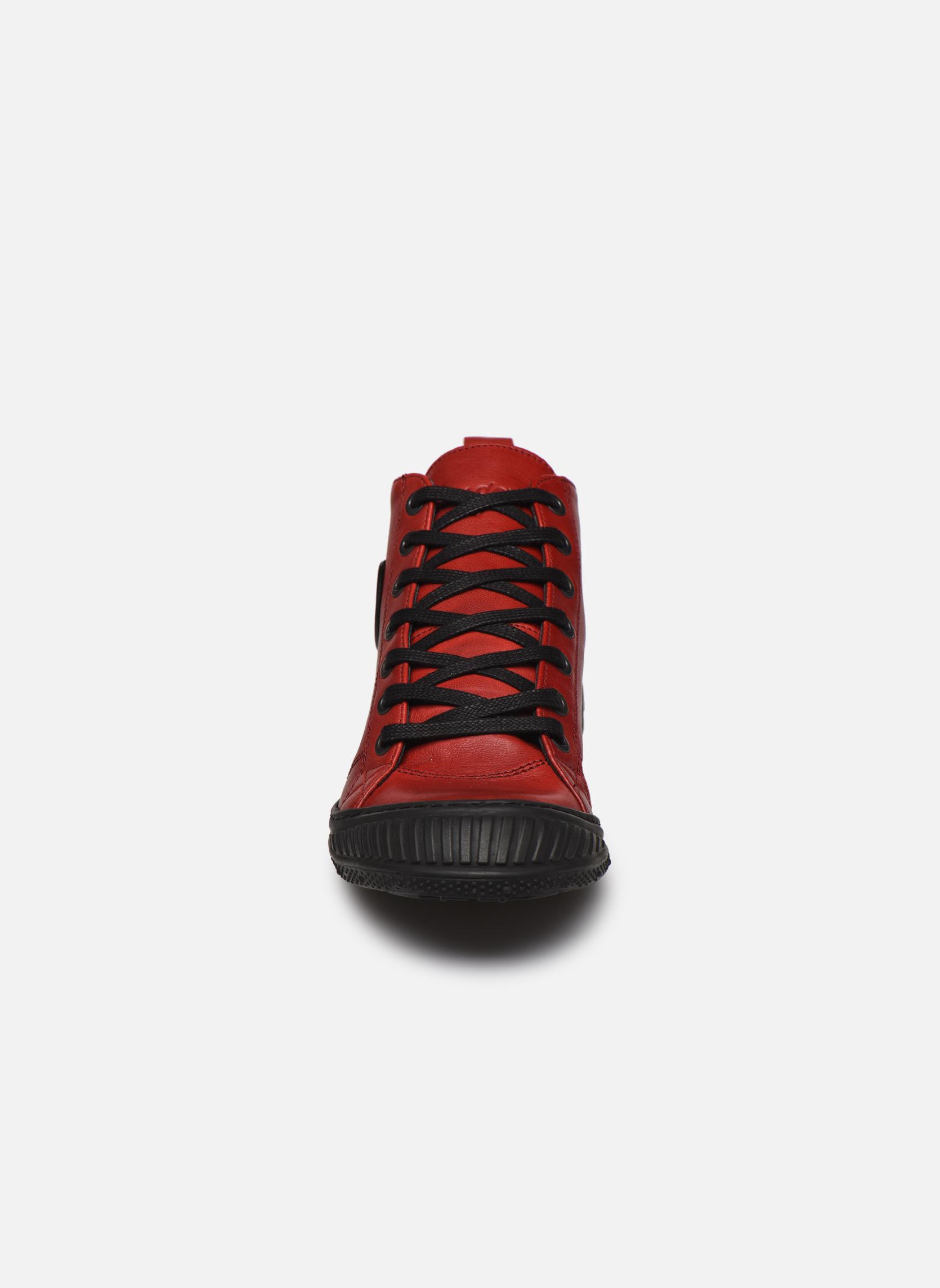 Sneakers Pataugas RockerN Rosso modello indossato
