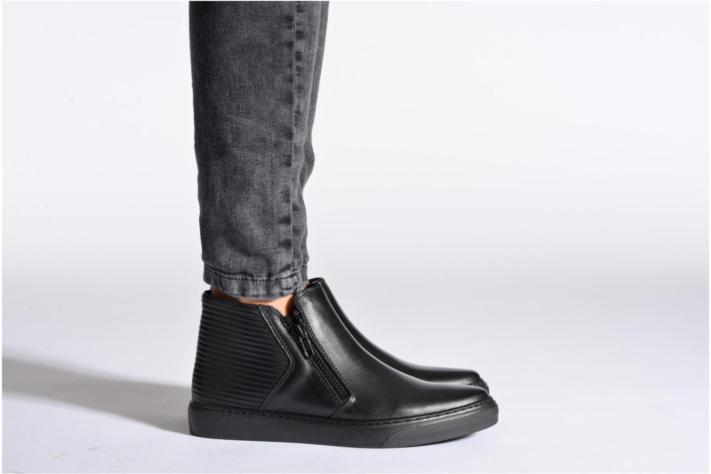 Sneaker Bronx Alyosha schwarz ansicht von unten / tasche getragen