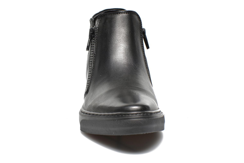 Sneakers Bronx Alyosha Nero modello indossato