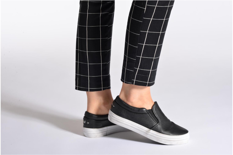 Sneaker Kaporal Flexy schwarz ansicht von unten / tasche getragen
