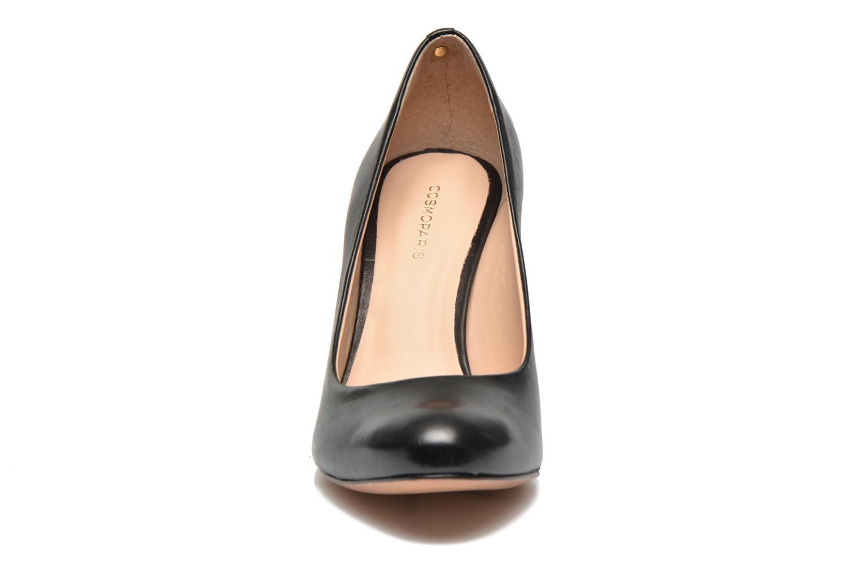 Zapatos de tacón COSMOPARIS Jelissa Negro vista del modelo