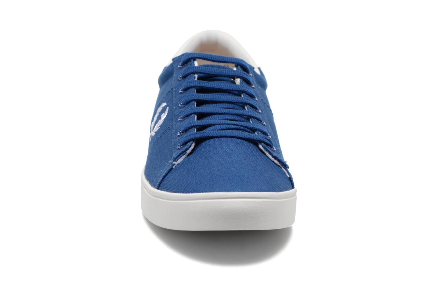Baskets Fred Perry Spencer Canvas Bleu vue portées chaussures