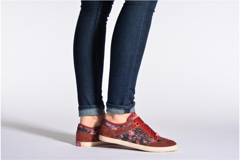 Sneaker Coca-cola shoes Montreal low print weinrot ansicht von unten / tasche getragen