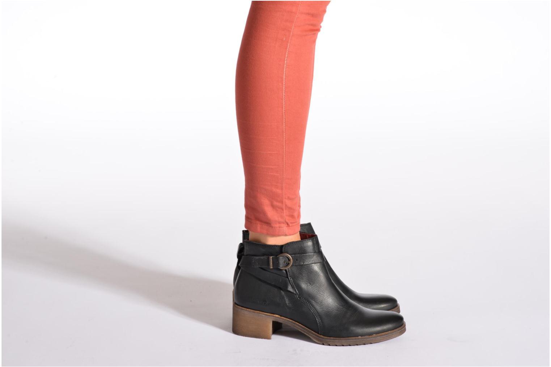 Bottines et boots Kickers Mila Noir vue bas / vue portée sac