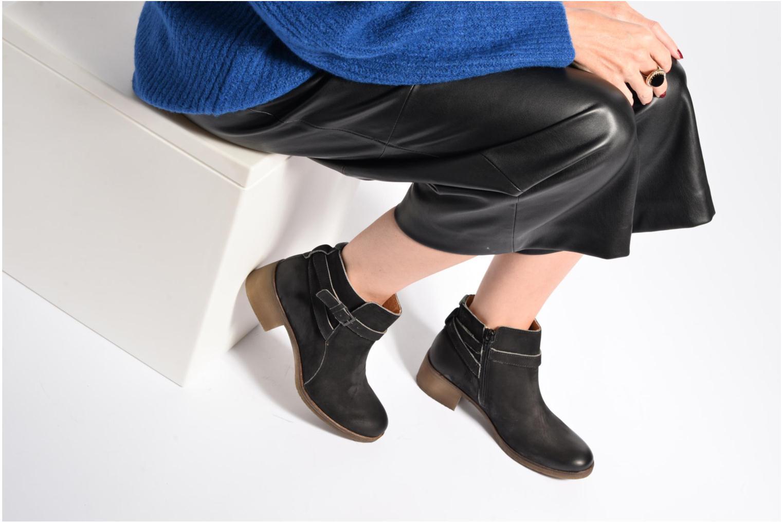 Stiefeletten & Boots Kickers Mila schwarz ansicht von unten / tasche getragen