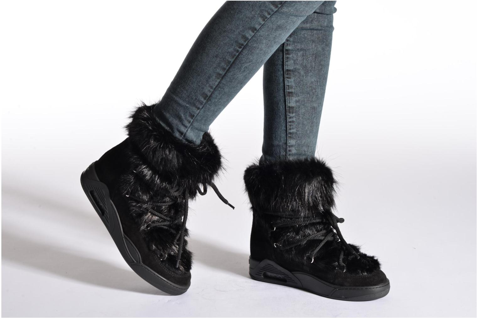 Ankle boots Serafini Moon Fur Black view from underneath / model view