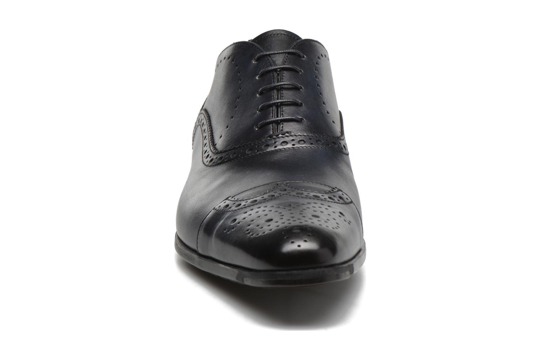 Scarpe con lacci Santoni William 14431 Azzurro modello indossato